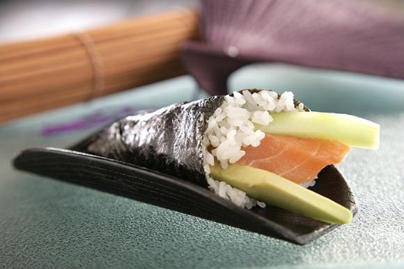 Receta de Temaki de salmón, aguacate y pepino