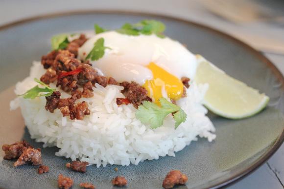 Receta de Arroz de Jazmín con huevo cocido a baja temperatura y carne intensa al estilo del sudeste asiático