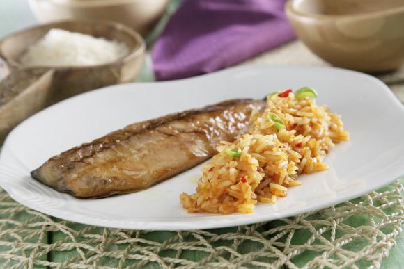 Receta de Arroz thai con sambal de guindillas rojas con caballa laqueada