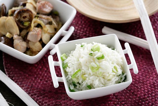 Receta de Bambú, shitake salteado con arroz thai y cerdo