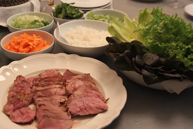 Receta de Bocadillo de lechuga, arroz y cordero de inspiración coreana