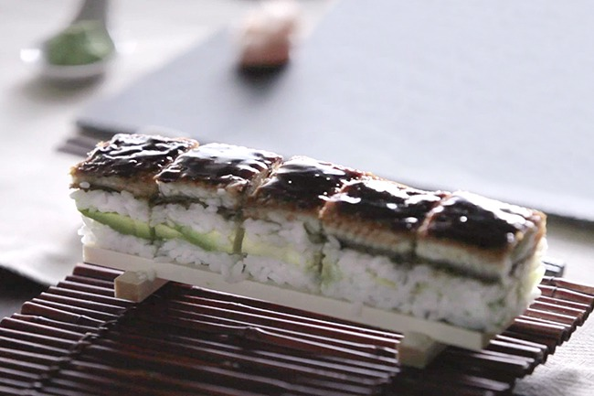 Receta de Oshizushi de pepino, aguacate y anguila