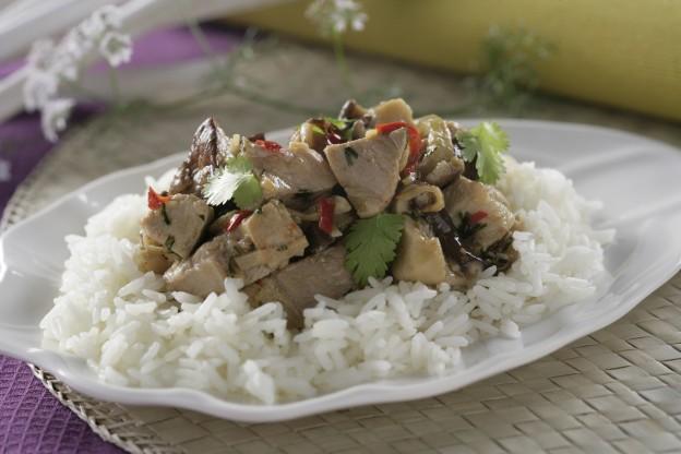 Receta de Kai Phat Khing (pollo al jengibre)