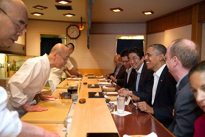 Jiro Ono tiene 90 años y es el mejor sushi del mundo. Barak Obama ha sido uno de los comensales de su mesa.