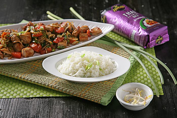 Receta de Salteado de cerdo con brotes de soja y arroz thai
