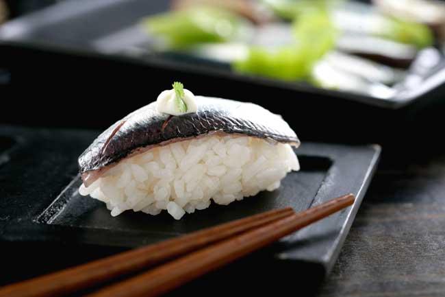 Receta de Niguiri de sardina marinada y mayonesa de sésamo