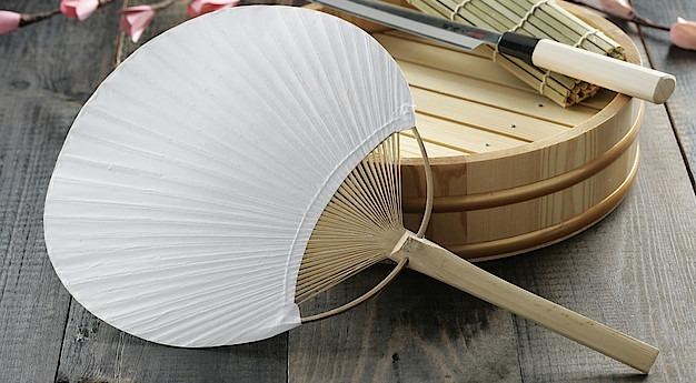 Una imagen del utensilio Uchiwa (Abanico)