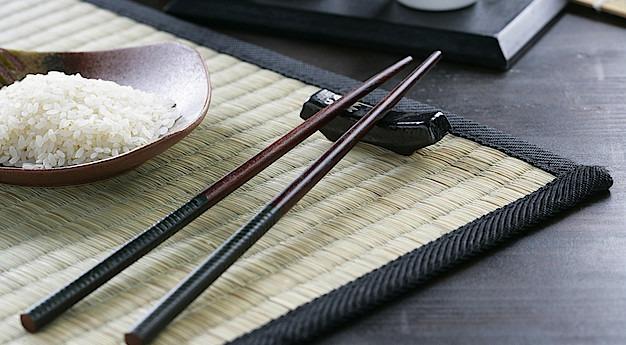 Una imagen del utensilio Hashi (Palillos)