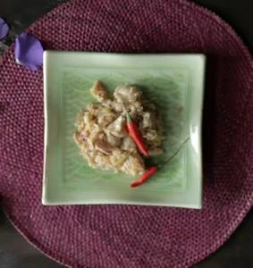 Receta de Khao pad pla kap pla-muk con pollo