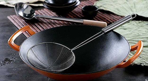 Una imagen del utensilio Wok