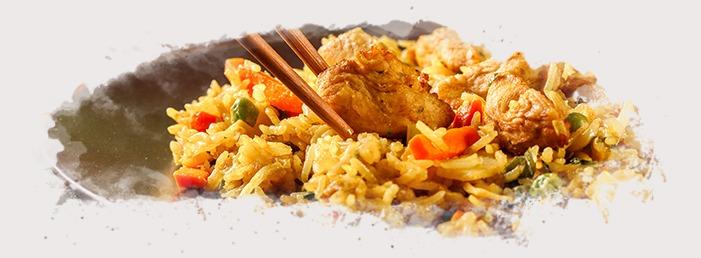 El origen del nasi goreng proviene de Indonesia