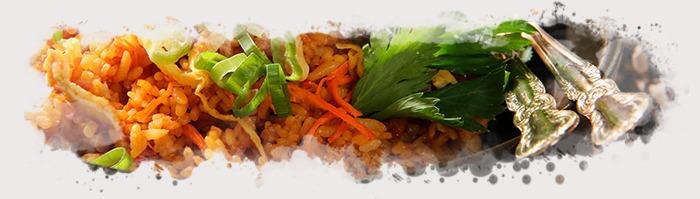 En el nasi goreng de pollo se mezclan sabores característicos de la zona sur de Asia